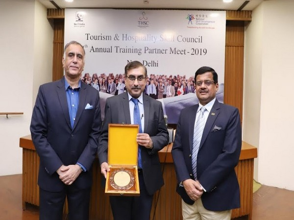 Anshul Gauba, Director-Sales and Operations, Frankfinn received the prestigious award