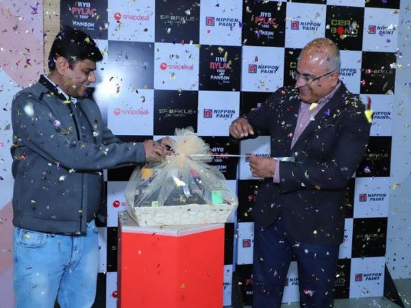 Sharad Malhotra, President, Nippon Paint India - Automotive Refinishes and Wood Coatings and  Vikas Kumar, Director - Business Team, Snapdeal unveiling the - Aerosol Pylac 1000 Rainbow Series