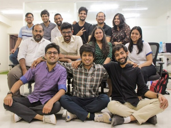 From L to R Sitting below, Homingos Founders - Malhar Patil, Shourya Agarwal and Rajat Gupta along with the team