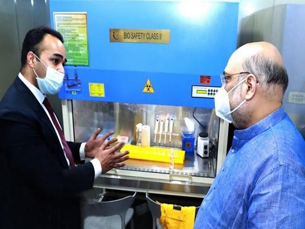 Anubhav Anusha briefing Home Minister Amit Shah about GeneStore RT-PCR kit