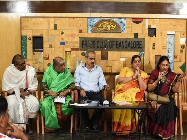 L to R: Ravichandran Gurukal, Elavarsapattam PT Ramesh Gurukal, Ashok Shankar, Sunitha Thimmegowda, Dr Soumya Ramesh