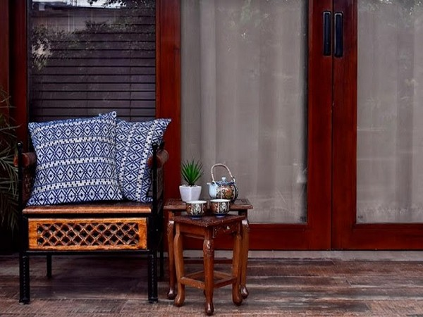 An antiqued inlay accents the top while the base colour compliments the uniform design. feat. Assamese Weave Cushion Covers