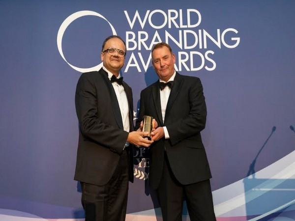Left to Right: Ajay Vaghani - Founder and Managing Director, Hamilton Housewares receives the award from Richard Rowles, Chairman, World Branding Forum
