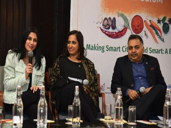 L to R: Panel Discussion - Kavita Devgan, Nutritionist and Best Selling Author, Meghana Narayan, Co-founder Slurrp Farm and Pawan Agarwal, CEO FSSAI
