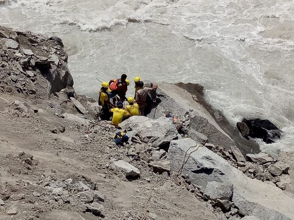 The worker's body being retrieved by GREF and police personnel (Photo/ANI)