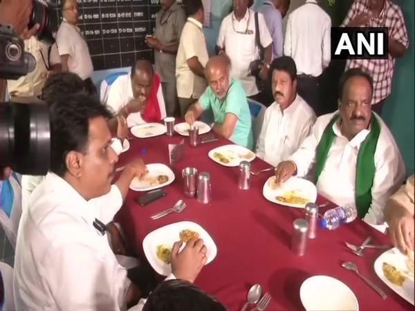 Karnataka CM HD Kumaraswamy at the government school. Photo/ANI