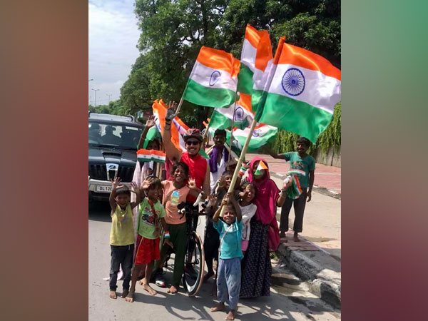 Robert Vadra with children selling flags (credit Facebook)
