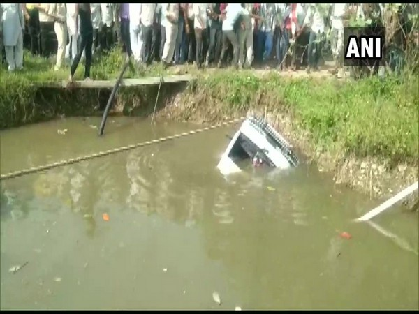 Visuals of the school van that fell into a pond in Richoda village in MP's Shajapur