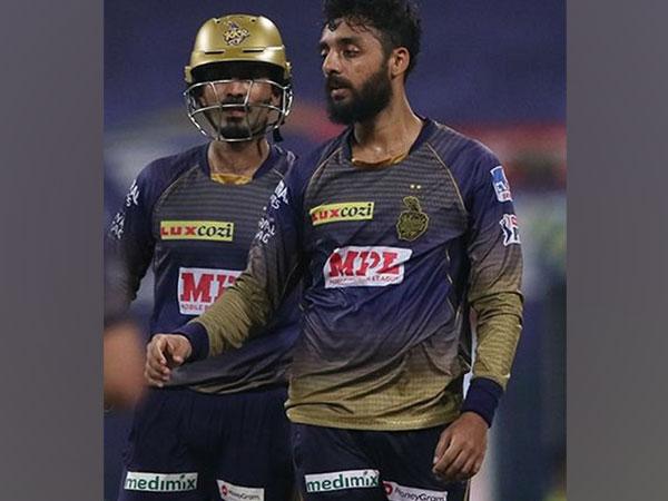 KKR skipper Dinesh Karthik  and Varun Chakravarthy (Image: BCCI/IPL)