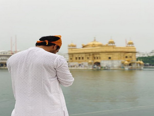 Actor Vicky Kaushal at Golden Temple (Image Source: Instagram)