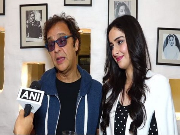 Director Vidhu Vinod Chopra speaking to ANI in Mumbai with actor Sadia (Photo/ANI)