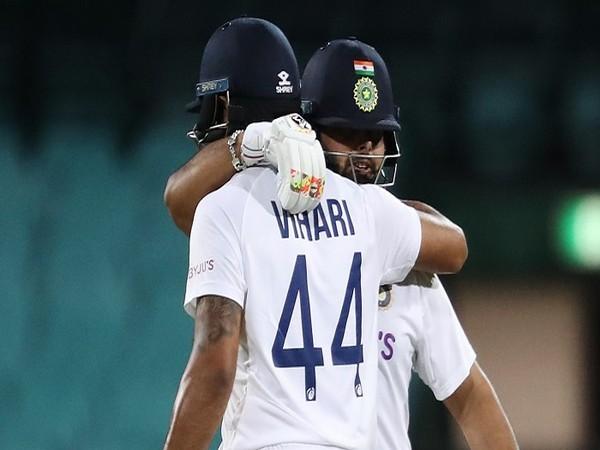 Indian batsmen Hanuma Vihar and Rishabh Pant (Image: Cricket.com.au's Twitter)