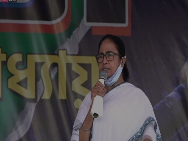 West Bengal Chief Minister Mamata Banerjee speaking at a public rally. (Photo/ANI)