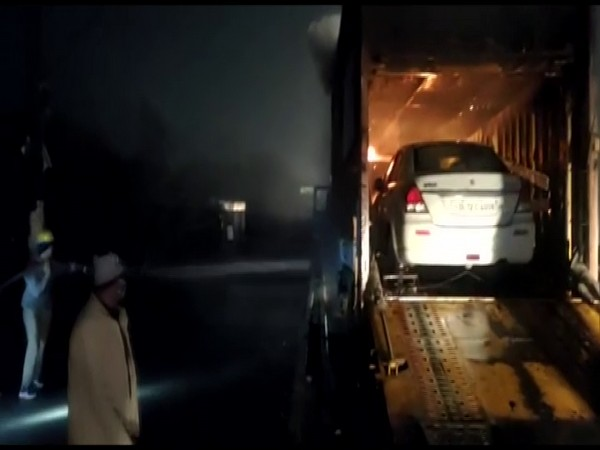 Fire broke out in a loaded truck in Lucknow (Photo/ANI)