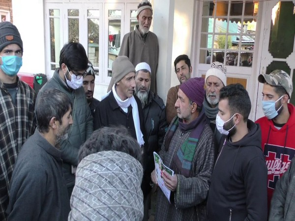 Candidates campaigned door-door in Baramulla district for DDC election. (Photo/ANI)