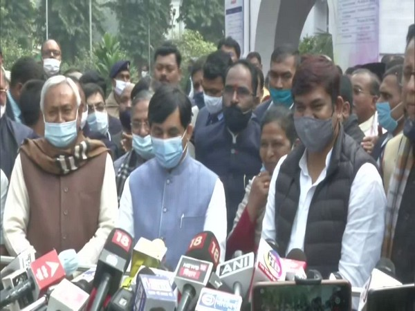 Bihar CM Nitish Kumar, BJP leader Shahnawaz Hussain and VIP chief Mukesh Sahani (Left to right) (Photo/ANI)