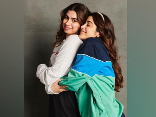 Actor Janhvi Kapoor with sister Khushi Kapoor (Image Source: Instagram)