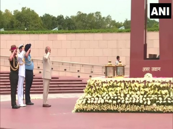 president kovind along with three services chief, pays tribute at national war memorial