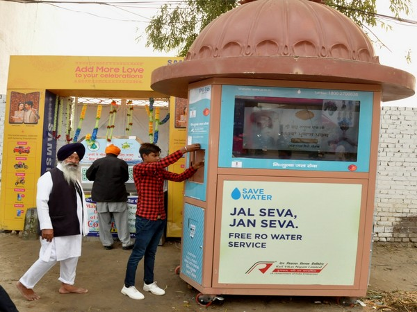 Like a normal ATM, these water ATMs have an LED screen, on which message of water conservation gets displayed all the time.