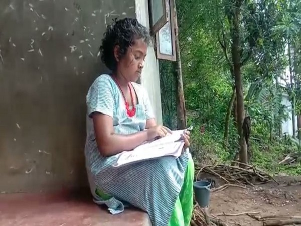 Students in Wayanad forced to study on their own due to lack of access of internet in the area.   Photo/ANI