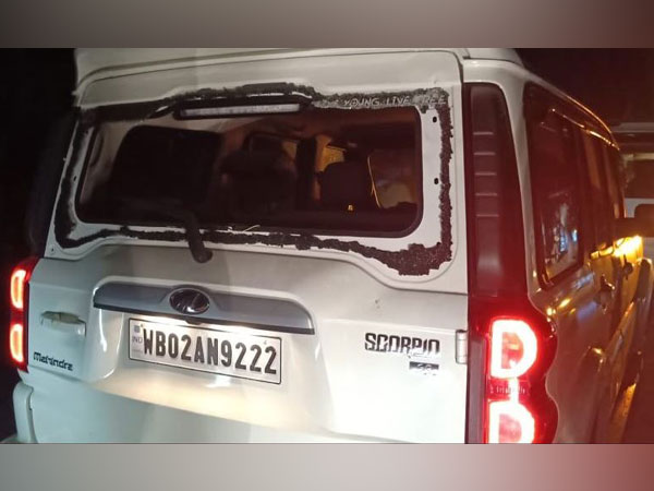 TMC supportes allegedly attacked a convoy of West Bengal BJP chief Dilip Ghosh, and Assam Minister Hemanta Biswa Sarma in Purba Medinipur on Tuesday. (Photo/Twitter@himantabiswa)