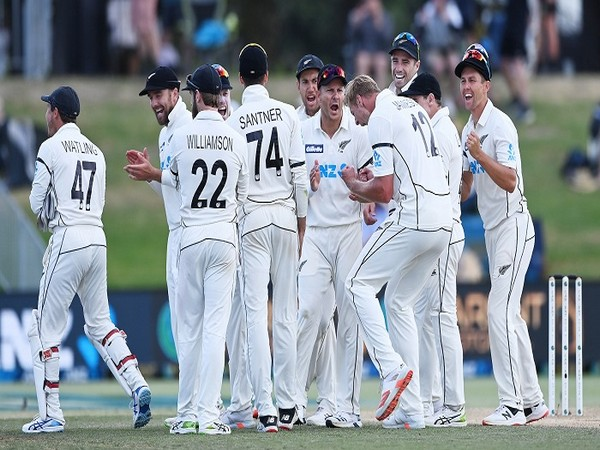 New Zealand players celebrate the fall of a Pakistan wicket (Image: BLACKCAPS' Twitter)
