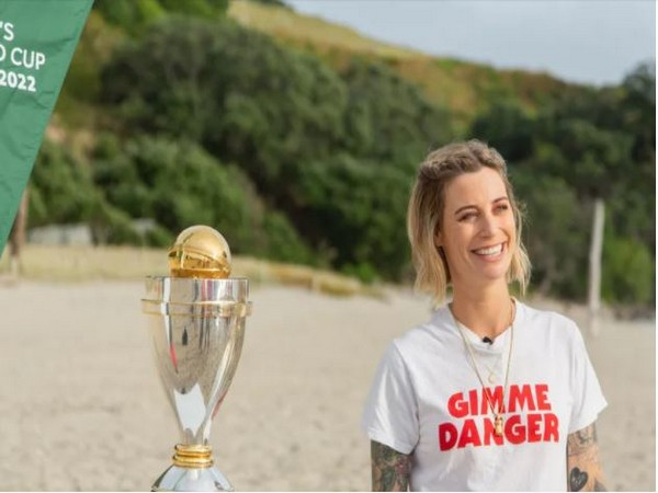 Gin Wigmore with ICC Women's CWC Trophy (Photo/ ICC)