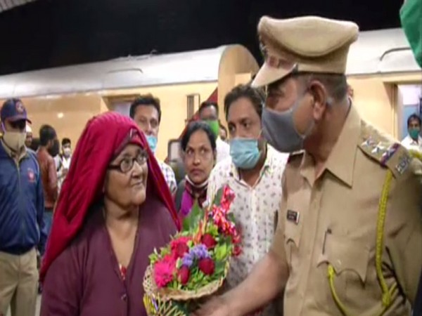 65-year-old Hasina Begum was welcomed back home in Aurangabad after spending 18 years in a Pakistani jail [Photo/ANI]
