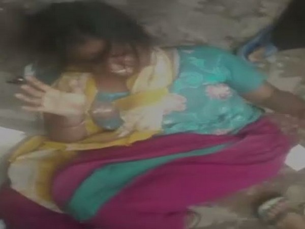 A woman was beaten by a mob on suspicion of child lifting in Uttar Pradesh' Loni area. (Photo/ANI)