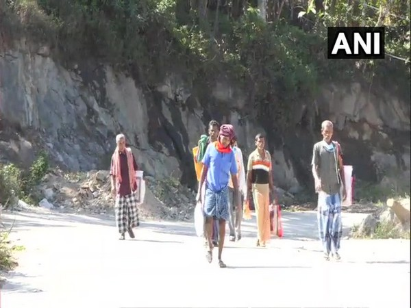 Migrants reach the border check post of Bodimettu after walking for three days. [Photo/ANI]