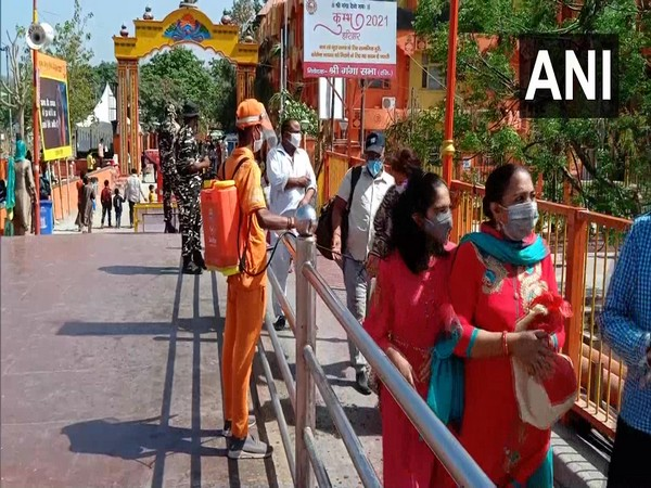 A visual of devotees queued up at the ghat.