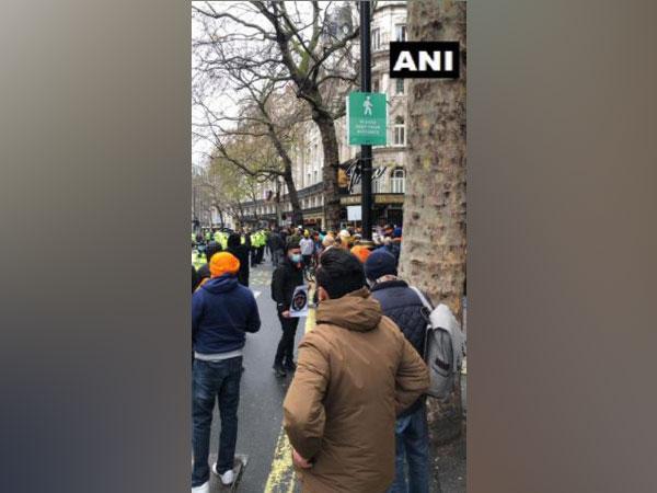 The protestors raised anti-India and pro farmers slogans.