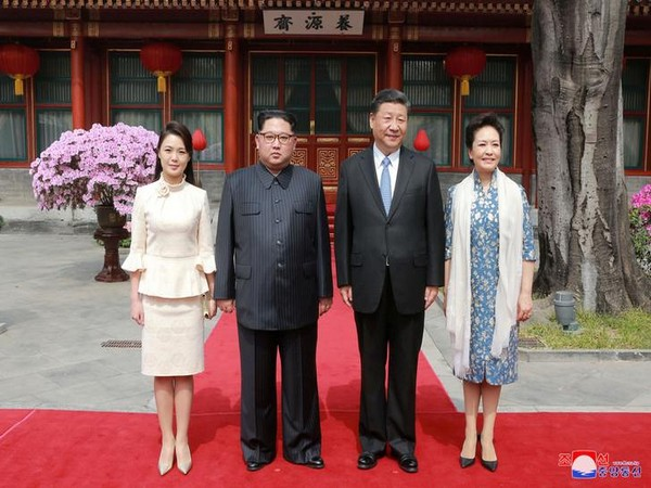 Chinese President Xi Jinping and North Korean leader Kim Jong-un accompanied by their wives at Pyongyang on Thursday