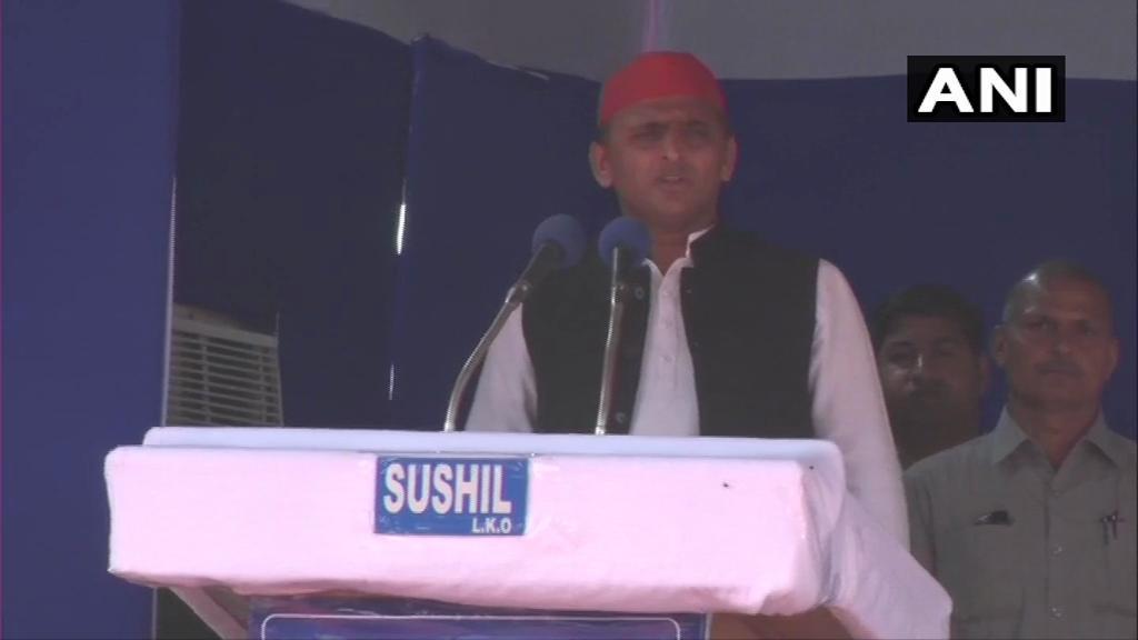 SP chief Akhilesh Yadav addressing 'gathbandhan' rally at Deoband in Saharanpur on Sunday.