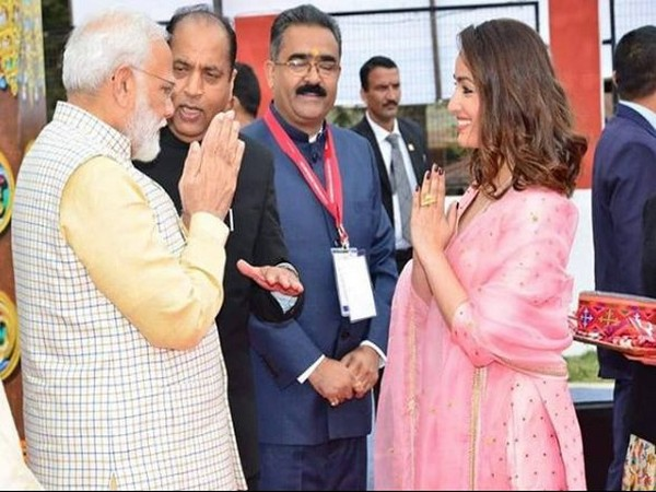 PM Modi receives warm welcome from Yami Gautam at Rising Himachal Global Investors' Meet 2019