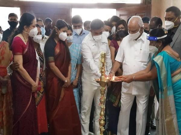 Chief Minister BS Yediyurappa flagged off the Laiksa Maha Abhiyana at Atal Bihari Vajpayee Medical College. Photo/ANI