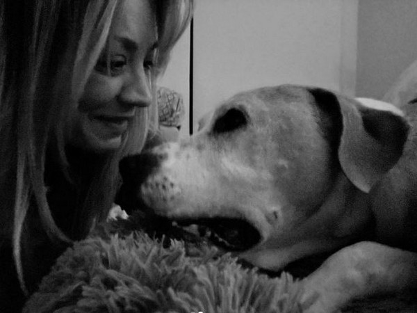 Kaley Cuoco with her dog Norman (Image Source: Instagram)