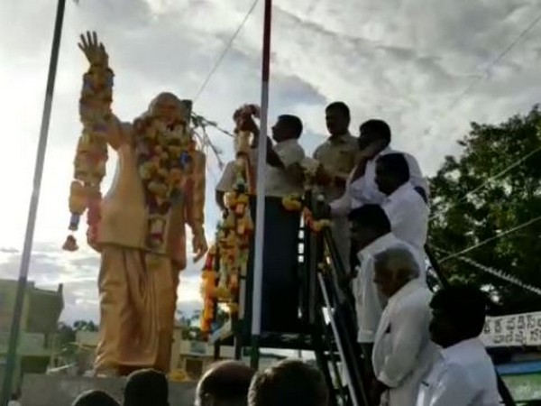 State unit Congress president N Raghuveera Reddy garlanding Reddy's statue in Anantapur, Andhra Pradesh, on Monday. Photo/ANI