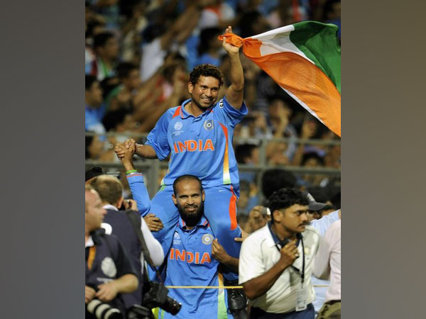 Former India all-rounder Yusuf Pathan lifts Sachin Tendulkar after winning the 2011 WC (file image)