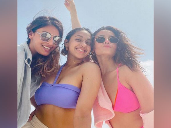 Alia Bhatt with her friends in the Maldives (Image Source: Instagram)