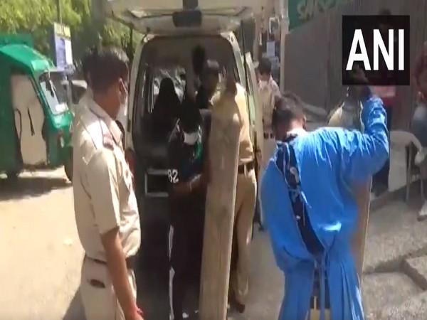 Police arranging the oxygen cylinders for Amarleela Hospital in Delhi's Janakpuri. (Photo/ANI)